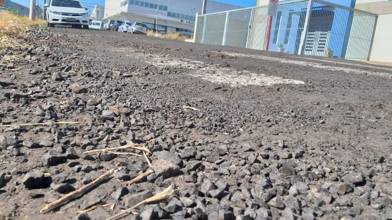 Buracos próximos ao Hospital Da Vita, em Ribeirão Preto, geram reclamações