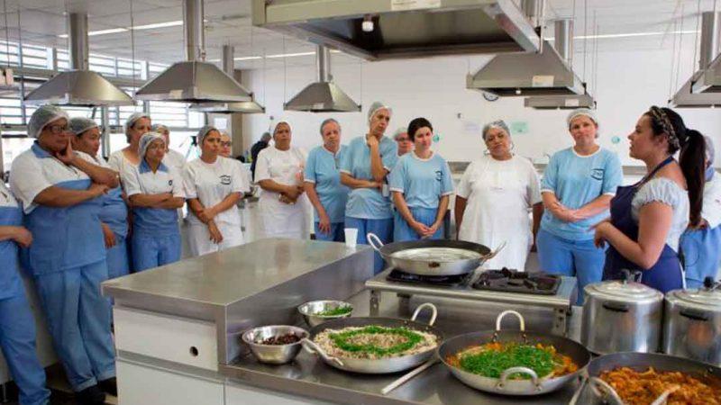 Os vereadores de ribeirão preto começam a discutir a extinção do cargo de cozinheiro ou cozinheira no serviço público municipal.