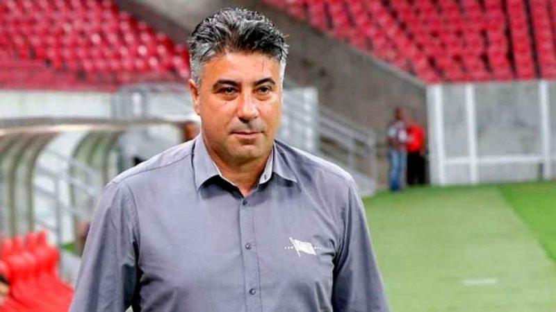 Quarenta anos após dar seus primeiros passos no futebol no Botafogo, Alexandre Gallo retorna ao time de coração agora como treinador.
