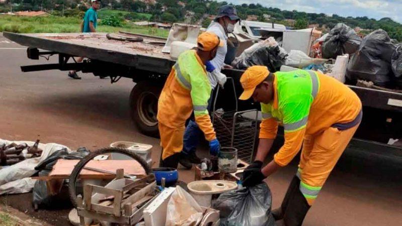 Cerca de 3,5 mil imóveis foram visitados durante a ação realizada no fim de semana nos bairros Jardim Paiva e Paulo Gomes Romeo. Mais de 5 toneladas de materiais inservíveis foram recolhidos.