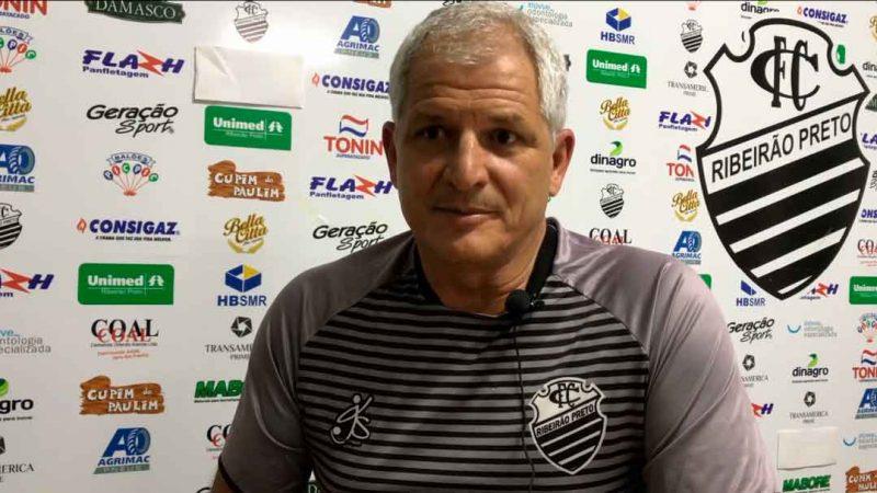 O treinador renovou contrato com o Leão do Norte até o final da série A3 que começa em março e vai até junho.