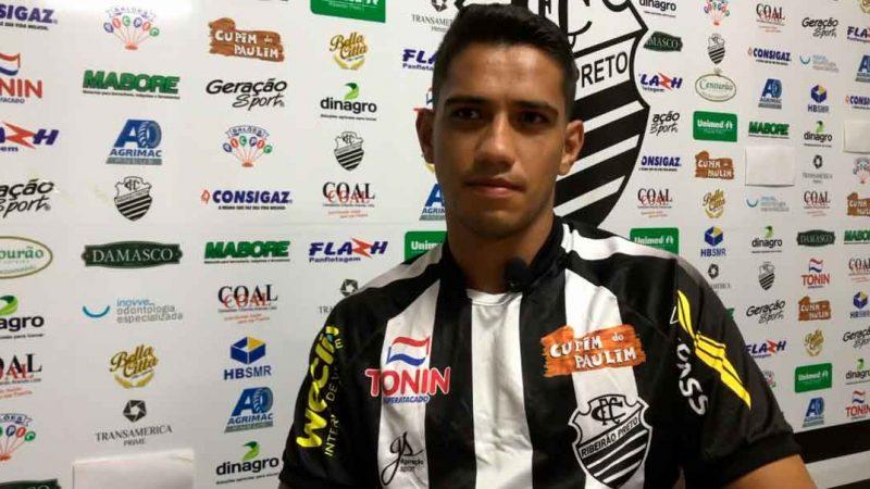 O Comercial FC apresentou o volante Guilherme Pitbull, 27 anos que estava no futebol goiano.