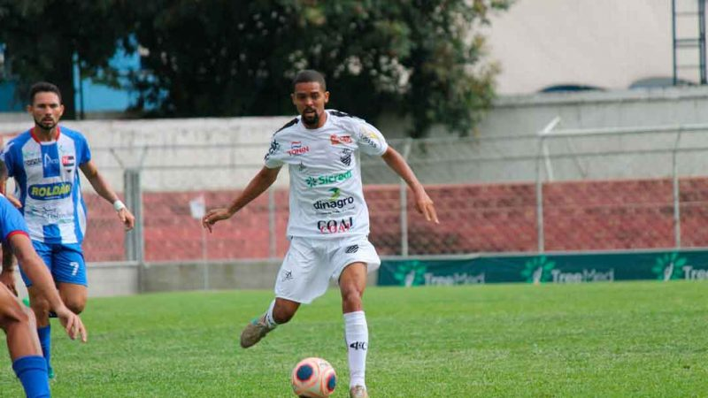 O meio campista Juninho é um dos poucos atletas do Comercial que renovaram contrato para a temporada