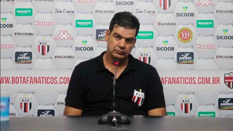 A diretoria do Botafogo de Ribeirão Preto e o técnico Moacir Júnior, em comum acordo, decidiram por encerrar o vínculo do treinador ao final de seu contrato que ocorre após o final da série B do brasileiro.
