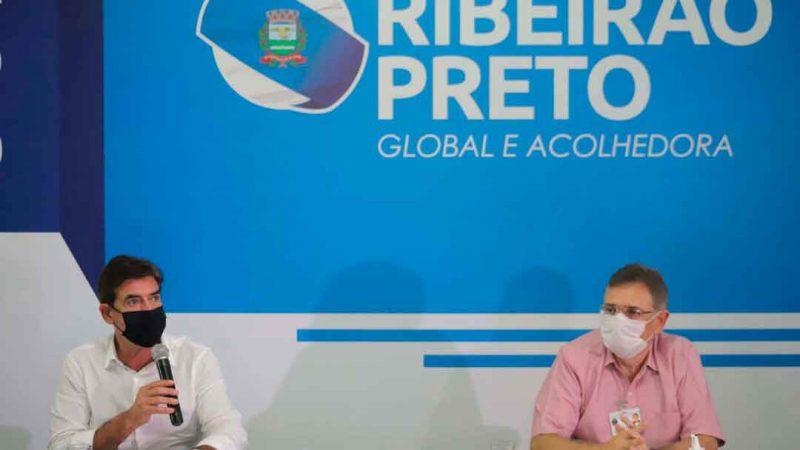 O prefeito de Ribeirão Preto, Duarte Nogueira, e o secretário municipal da saúde, Sandro Scarpelini, anunciaram o plano municipal de imunização contra covid-19.