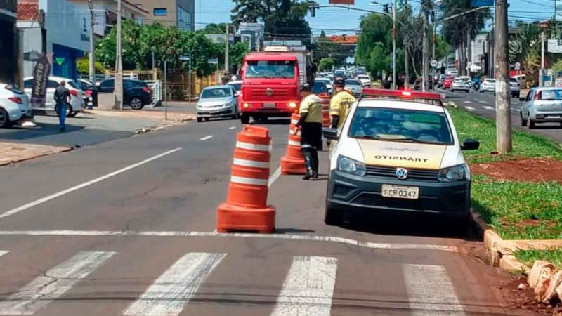 Com o andamento das obras do corredor de ônibus Norte-Sul 2 e 3, pelo programa Ribeirão Mobilidade, a interdição compreende o trecho entre a rotatória da avenida Professor João Fiúsa e rua Ayrton Roxo.