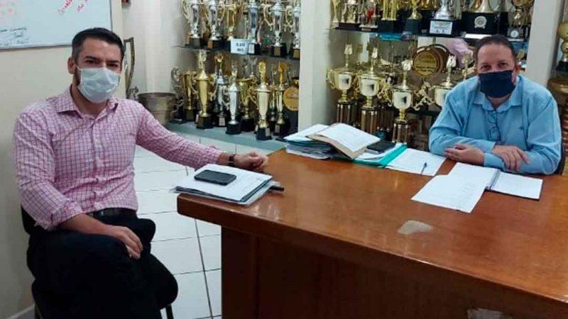 O secretário municipal da educação, Felipe Elias Miguel, acompanhado da sua equipe técnica, participou de uma reunião na secretaria municipal de esportes, com o secretário da pasta, André Trindade.