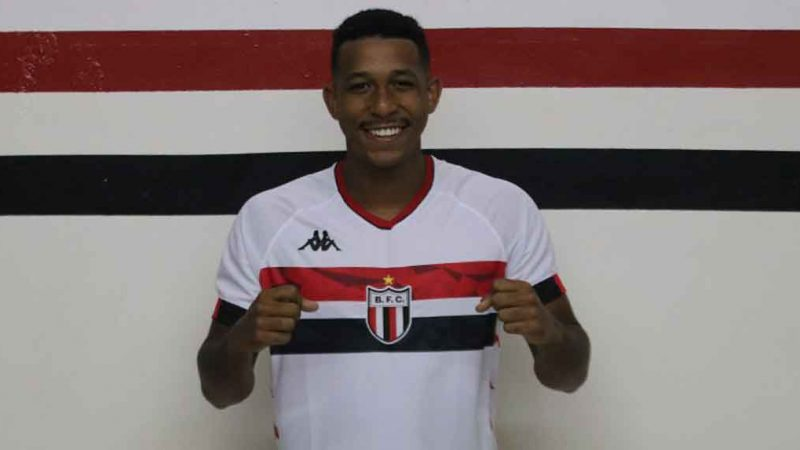 Revelado nas categorias de base do Cruzeiro e com passagem pelo Paraná Clube, onde disputou a Série B do Brasileiro, Michel afirmou que respeita os companheiros, mas que brigará pela vaga de titular.