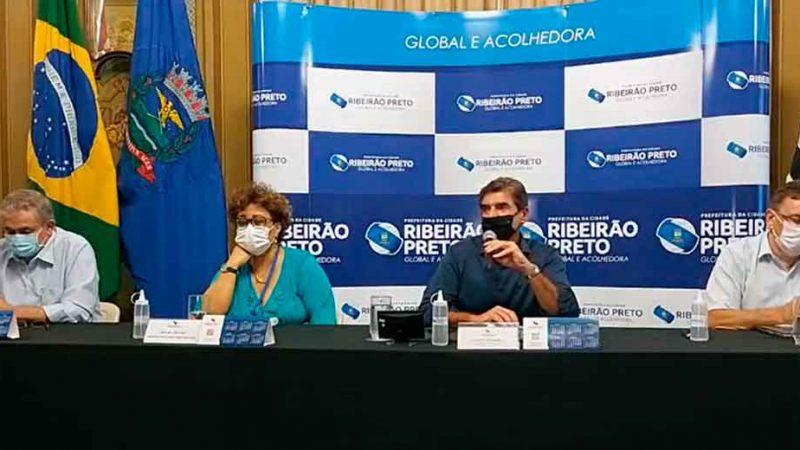 Em entrevista coletiva no final da tarde desta sexta-feira (26), o prefeito Duarte Nogueira manteve a cidade na fase laranja do Plano São Paulo.