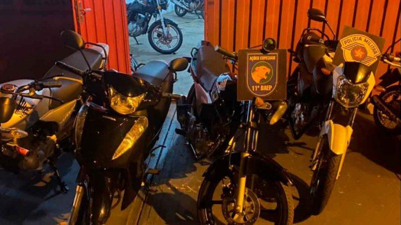 O BAEP flagrou meia dúzia de homens empurrando 6 motos na Av. Marechal Costa e Silva, na região dos Campos Elíseos, zona norte de Ribeirão Preto.