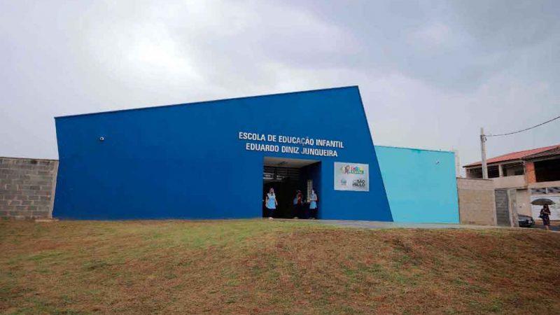 Foi inaugurada esta semana a Escola de Educação Infantil Eduardo Diniz Junqueira, localizada no bairro Parque dos Pinus, para atender 129 crianças de 0 a 3 anos, em período integral.