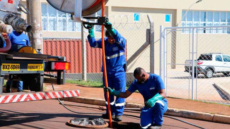 O setor de manutenção de redes de esgoto do Daerp ampliou o número de serviços realizados em cerca de 30% depois que entraram em operação os novos equipamentos entregues em janeiro. Foram adquiridos três equipamentos e um caminhão de hidrojateamento, com investimento total de R$ 753.600,00.