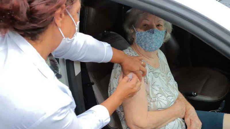 Ribeirão Preto abre agendamento para vacinação de idosos entre 80 e 84 anos. Imunização para a faixa etária se inicia nos dias 1º e 2 de março em 26 postos de vacinação da cidade