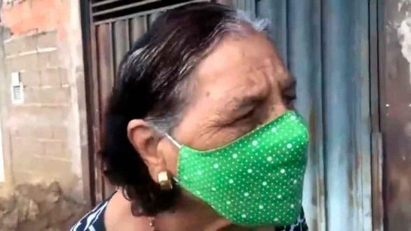 O programa Voz Metropolitana, com Lincoln Fernandes, entrevistou Dona Ítala, um senhora com mais de 80 anos que foi filmada pelo filho Horácio enquanto recebia a vacina contra o novo coronavírus. Ocorre que o embolo da seringa parece não ter sido utilizado e a idosa tem certeza de que não foi vacinada.