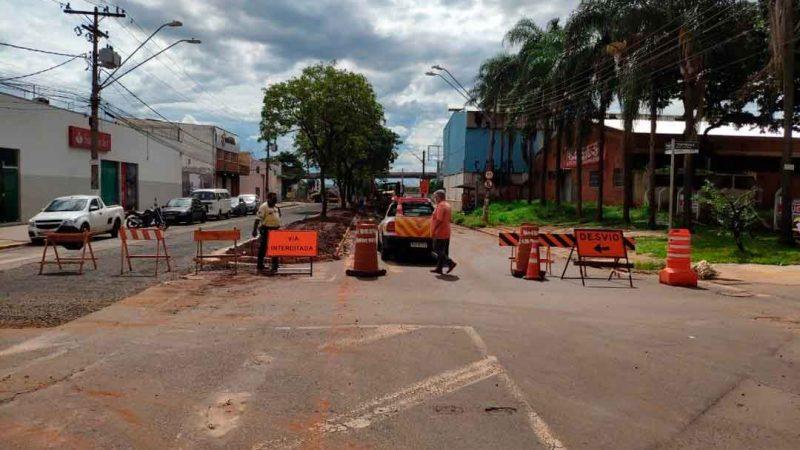 Os Agentes Civis de Trânsito intensificaram as operações para garantir maior fluidez e segurança no trânsito durante as obras do corredor de ônibus Norte/Sul 2 e 3, pelo programa Ribeirão Mobilidade.