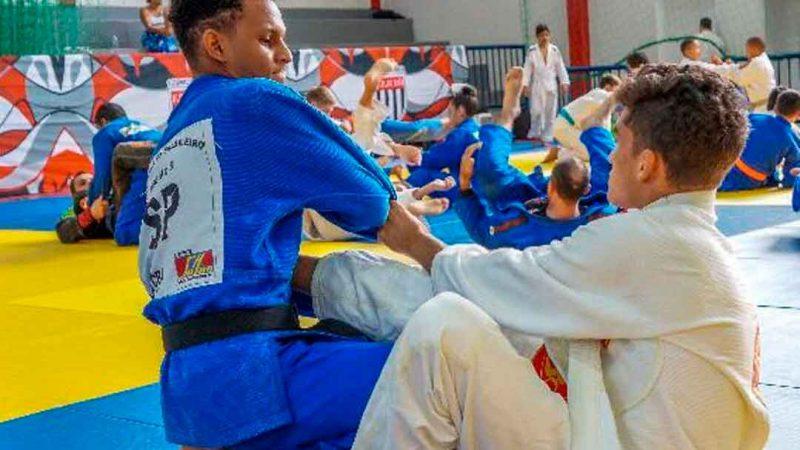 VICTOR ROCHA É DESTAQUE NO JUDÔ PAULISTA. Integrante do projeto Rumo ao Pódio há quatro anos, judoca coleciona conquistas e reveza os treinamentos com a faculdade de Educação Física