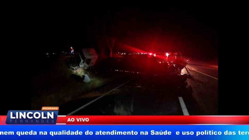 ACIDENTE ENTRE DUAS CARRETAS NO TREVO DE MONTE AZUL PAULISTA