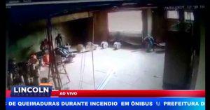 CÂMERA DE MONITORAMENTO FLAGRA ASSALTO EM COMÉRCIO