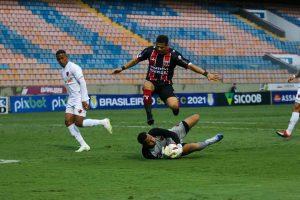 Com um homem a mais por metade do segundo tempo, Botafogo tropeça em Barueri e não sai do zero com o virtual rebaixado para a série D.
