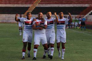 O Botafogo perdeu do Novorizontino por 4 a 1, neste sábado (4), no Estádio Santa Cruz, pela 15ª rodada do Campeonato Brasileiro da Série C.