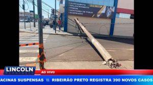 CAMINHÃO CARREGADO COM RECICLÁVEIS ARRASTA FIOS E DERRUBA POSTE EM FRANCA